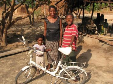 re-cycle charity sends bikes to Africa